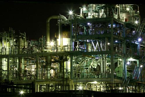 [フリー画像] 建築・建造物, 工場・産業機械, 夜景, 日本, 201101031900
