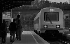 Viajeros al tren! (Nexiosferrol) Tags: blancoynegro coruña trd renfe 594 monfortedelemos reformado mediadistancia 594002 betanzosinfesta