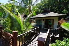 Holiday Inn Resort Phi Phi (laperlenoire) Tags: holiday beach thailand island inn phiphi ile resort ko phuket koh tong plage pp thebeach thailande laem laemtong