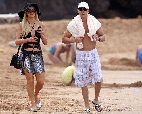 Paris Hilton spend Christmas vacation in Hawaii with fashion sunglasses