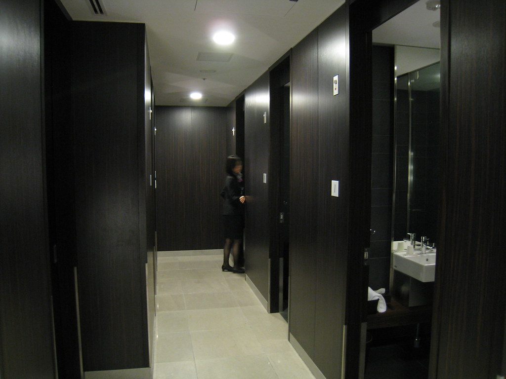 Haneda International Terminal JAL First Class Lounge and Sakura Lounge Shower Rooms