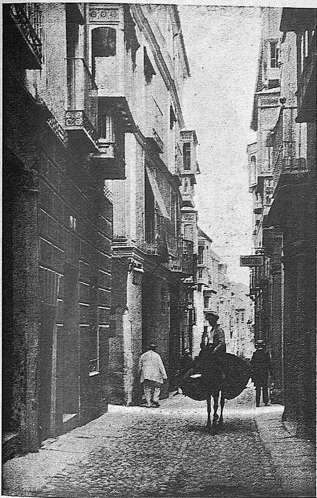 Calle de la Plata fotografiada por Narciso Clavería. Fotografía publicada en diciembre de 1928 en la Revista Toledo