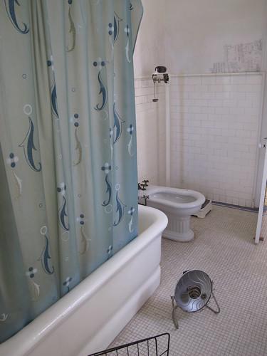Hemingway's Finca la Vigía, Cuba - bathroom