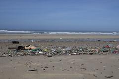 plage lacanau 2 mars 2010 (marie emeri) Tags: sable cote paysage plage plastique polution atlantique ocan littoral dechet environement ocan