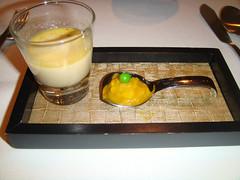Aperitivo: Crema de puerro y mejillon y cuchara de Patatas aji amarillo y guisante