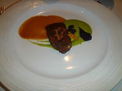 Pez mantequiilla con salsa de lula (especie de naranja) y salsa de albahaca