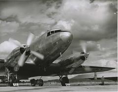 Anglų lietuvių žodynas. Žodis air-strip reiškia oro juostelės lietuviškai.