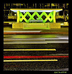 XXX (sediama (break)) Tags: italien italy green lines architecture night germany geotagged lights waiting neon nacht milano hannover x busstop architektur uni grn 1994 bushaltestelle schedule lichter warten knigswortherplatz busstops mailand linien fahrplan ettoresottsass colorphotoaward linie100 sediama sdim0324