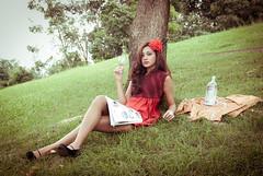 [フリー画像] 人物, 女性, アジア女性, 酒・アルコール, コップ・カップ・グラス, ドレス, シンガポール人, 201101210900