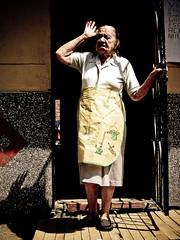 Vecina! (alejocock) Tags: colombia photographer colombian metro medellin santodomingo metrocable acock alejocock httpsurealidadblogspotcom alejandrocock sabioacockalejocockalejandrocockcolombianhttpsurealidadblogspotcomphotographer