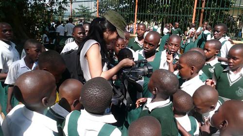 webdice_Kimi with kids at zoo ゥGertjan Zuilhof_2