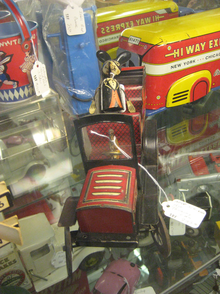 Mickey Mouse Type in Tin Toy Red Limo 9112