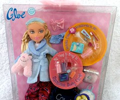 Bratz Slumber Party Doll Cloe 1st Edition - close up (migglemuggle) Tags: 2002 party white hair doll european 1st sleep slumber over first american pj blonde edition mga pyjama pajama bratz cloe