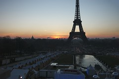 Sunrise in Paris (VLBPhotography) Tags: morning paris france sunrise hiver eiffeltower atmosphere toureiffel matin leverdesoleil trocadro summarit35mm leicam9