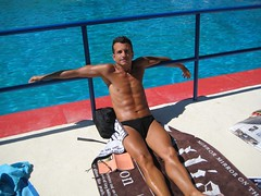 quiet august in town (omnia_mutantur) Tags: boy male guy water muscles costume agua eau body garoto towel piscina romano uomo swimmingpool swimmer type toalha chico speedo shoulder swimsuit acqua homem tanning stud italie tio hombre sunga corpo homme piscine maillot tanned gar mec cuerpo galliano alberca rapaz serviette johngalliano toalla abdominals trajedebao garons bronceado jeunehomme maschio muchacho sixpacks asciugamano abdominales abbronzatura spalle ponzio muscoli addominali abbronzato nuotatore hombros mai telomare costumedabagno piscinaromano piscinaponzio telospugna