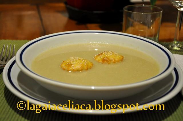 carabaccia di cipolle con fleuron al sesamo