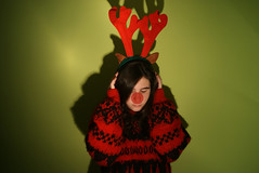 feliz navidad [EXPLORED] (irene garca) Tags: christmas verde green me wall myself nose pared navidad december explore jersey bo irene rudolph merry feliz reno nadal diciembre nariz decembre orejas explored