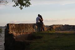 Sob os céus de Belém Novo (Vagner Eifler) Tags: brasil amor carinho portoalegre namorada moça abraço casal namorados lagoguaíba riograndedosul namoro romântico rapaz namorado ruínas belémnovo