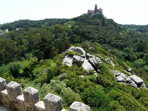 Le palais national de Pena vu depuis le château des Maures