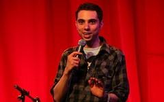 Matt Kirshen - stand up comedy at Glastonbury Festival 2010 (bobaliciouslondon) Tags: art festival comedy glastonbury comedian glastonburyfestival 2009 standup perfomance pilton worthyfarm mattkirshen glastonbury2009