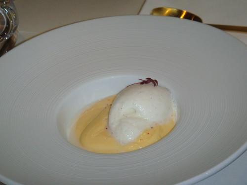 Crema de canela con helado de vainilla