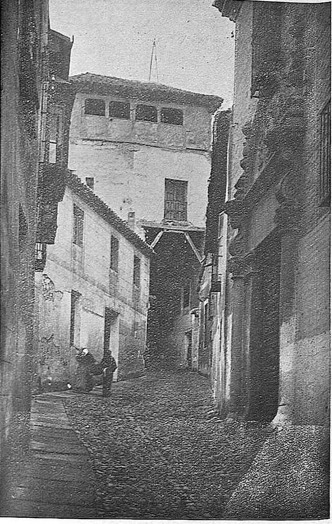 Cobertizo junto al Colegio de Doncellas hacia 1930. Fotografía de Narciso Clavería publicada en la Revista Toledo en marzo de 1930