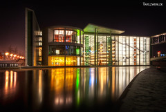 Paul-Loebe at night (Tafelzwerk) Tags: berlin reflections germany paul deutschland nikon spree dri hdr hdri paullbehaus regierungsviertel paullbe reflektionen lbe d3000 nikond3000 tafelzwerk tafelzwerkde