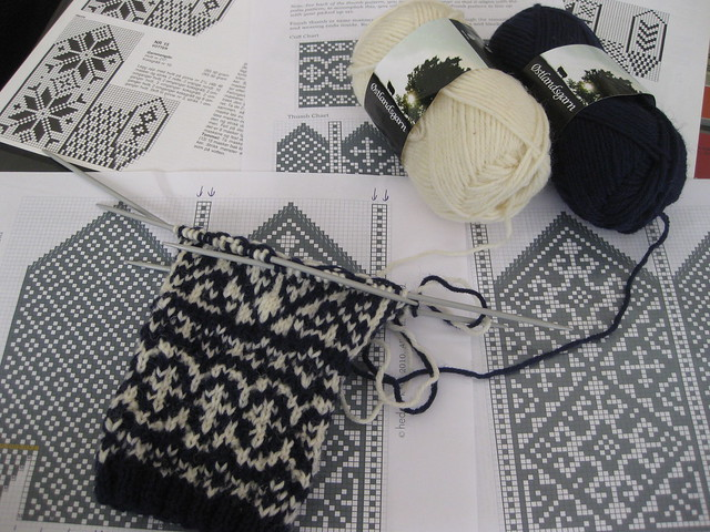 Andalus mittens in progress