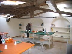 Sala attrezzata con banchi per osservazioni