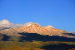 Lhagang Mountainscape in Sunset (reurinkjan) Tags: nature prayerflag chenresig drolma lungta chanadorje sacredmountains jambayang tibetanlandscape     janreurink ommanipemehung tibetanplateaubtogang kham buddhism tibet sacredmountainsoftibet dardocounty zharalhatse5820m19094ft lhaganggompa minyaglhagangyongdzograbgilhakangtongdrolsamdribling chortenmchodrten nyingmapasherda prayerflagsonstaff landscapeyulljongs naturerangbyung sunsetnyirgas 2010 lhaganglhasgang landscapesceneryrichuyulljongsrichuynjong peakofasolitarymountainridochadridoch