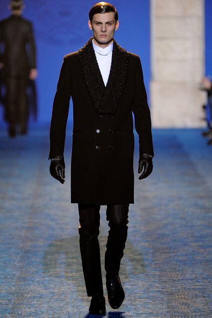 FW11_Milan_Versace042_Phillip Moller(VOGUEcom)
