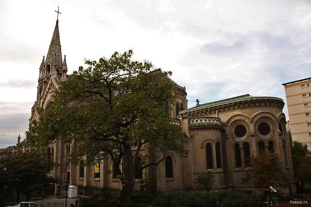 L'église, vue de la rue de Ménilmontant