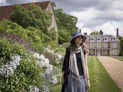 Mariëlle, West Sussex 2016: Country lady (mdiepraam) Tags: marielle westsussex 2016 woolbedinggardens nationaltrust england britain portrait pretty gorgeous attractive mature fiftysomething brunette woman lady milf elegant classy scarf skirt hat garden flowers