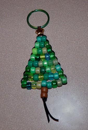 Knits and Knots: Beaded Christmas Tree Keychain