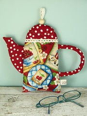 Teapot Pouch (PatchworkPottery) Tags: cherries tea handmade crafts case pouch zipper quilted teapot patchwork zakka