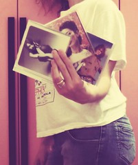 19 days to Christmas! (fi0na) Tags: christmas pink music woman selfportrait girl rose trois self vintage hair three donna hand cd main profile rosa tshirt noel jeans rings cover musica mano autoritratto tre natale copertine ritratto regalo musique ragazza armadio capelli carmenconsoli regali dischi anelli retr photoshopaction maglietta ritocco musicaitaliana gianlucagrignani fi0na ninazilli