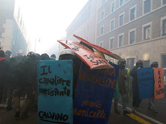 UNITI CONTRO LA CRISI  / United against the crisis