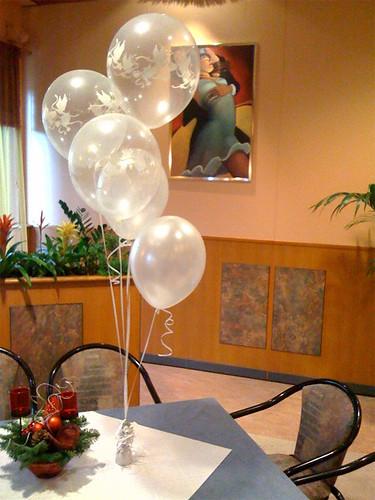 Tafeldecoratie 6ballonnen van der Valk Den haag