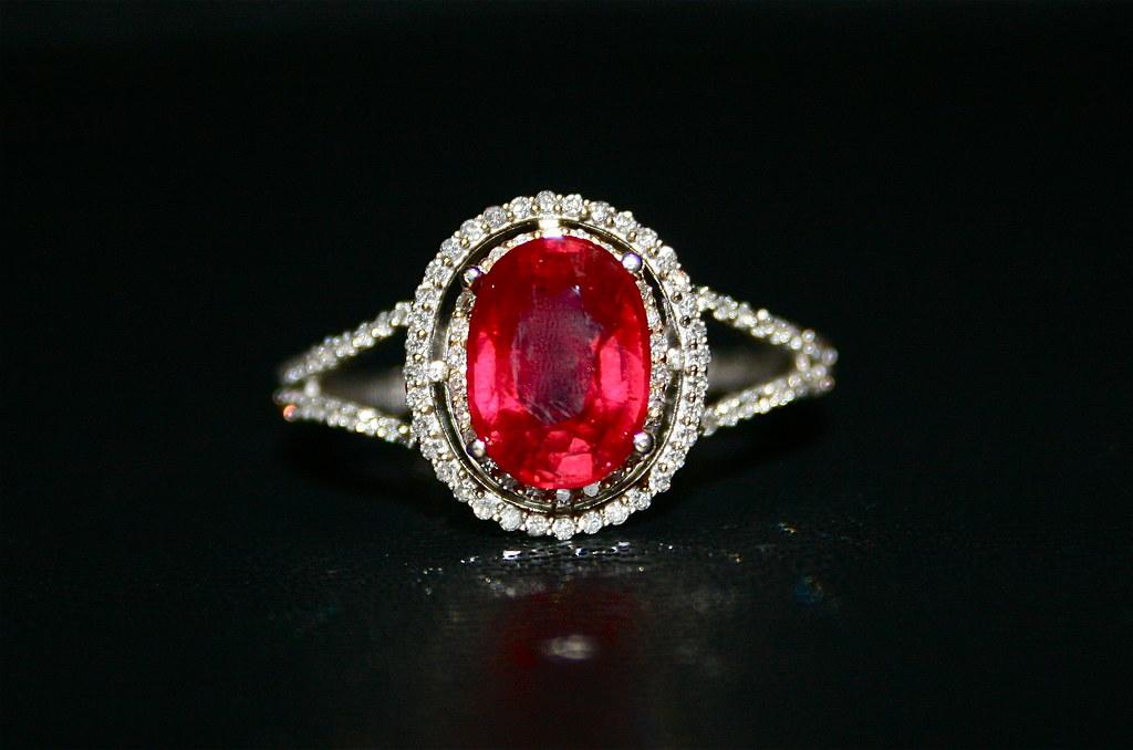 !4k White Gold Diamond & Ruby Ring
