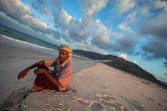 portrait of a man on the beach of the island of Socotra, yemen (anthony pappone photography) Tags: pictures travel color colors digital canon lens island photography photo colorful colours colore foto image picture unesco arab arabia adan yemen arabian fotografia bottletree reportage photograher arabo yemeni phototravel yaman socotra soqotra arabie arabiafelix arabieheureuse اليمن arabianpeninsula يمني 也門 سقطرى сокотра alyaman yemenpicture yemenpictures 索科特拉 ソコトラ सोकोट्रा dragonsbloodtrees