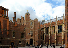 Hampton Court (jeannie*) Tags: uk england architecture hamptoncourt couryard