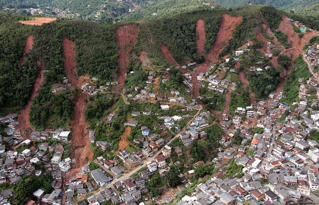 toma panorámica inundación en Teresópolis Brasil