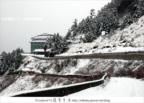 觀景台旁步道上看松雪樓