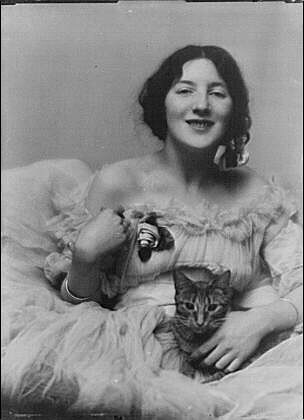 Audrey Munson with her cat