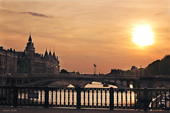 Sunset from the bridge (nina's clicks) Tags: bridge light sunset sun paris france cars seine fence interestingness explore 25 hff explorefrontpage happyfencefriday 22ene2010 21ene2011
