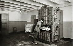 Máquina esterilizadora de biberones de la Casa Provincial de la Maternidad y Expósitos.Barcelona, c.1918