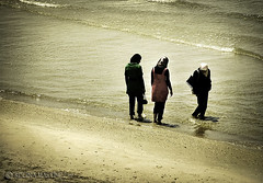 Tel-Aviv (Israel) - Jvenes musulmanas _ Muslim young girls (Regina Martnez/ Off/ Pensando/ Thinking) Tags: israel telaviv muslim cities ciudades beaches playas musulmn