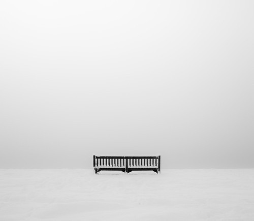 :1 bench and snow: