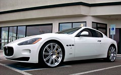 Maserati GranTurismo (agup627) Tags: arizona italy white wheel yellow 22 italian italia angle 21 side parking low wheels profile lot grand az eldorado grill chrome scottsdale gt custom handicap bianco coupe v8 dealership maserati vents dealer 2010 granturismo trident tourer mht calipers grandturismo transaxle modifed grandtourer yellowcalipers scottsdaleferrari worldcars mhtwheels sidevents grantourer biancoeldorado
