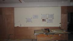 20101209-沙發背牆,應該只剩貼皮了